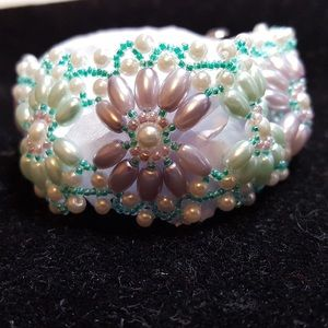 Hand woven glass pearl bracelet By Jannys jewelry